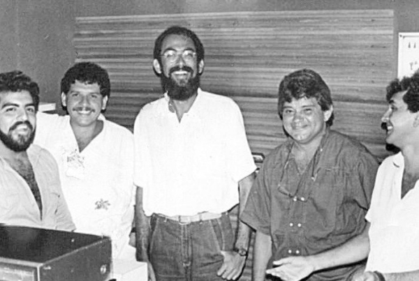 Mansur (ao centro de barba) na Rádio Cidade