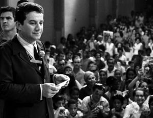 Haroldo de Andrade e auditório no Programa Haroldo de Andrade. TV Globo