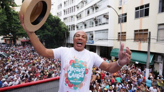 Apresentador Antônio Carlos levou cerca de cinco mil foliões no bairro da Gloria. Foto: Cléber Júnior